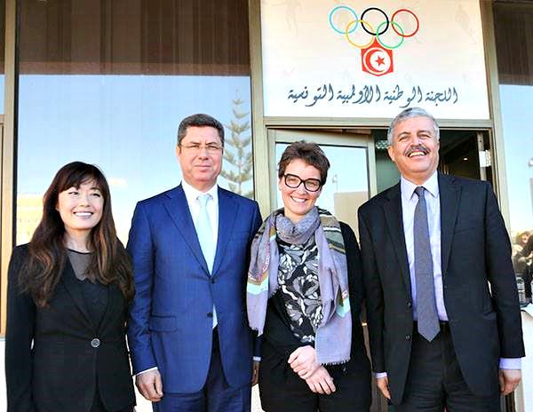M. Mehrez BOUSSAYENE, Président du CNOT, et M. Mahmoud HAMMAMI, Secrétaire Général, en présence des deux experts de la commission culture et patrimoine du CIO, Mme Stéphanie COPPEX et Mme Sabine CHRISTE (de gauche à droite)